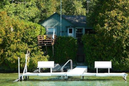 Beautiful Lakefront Home - Casa