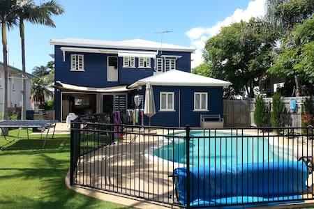 Entire house with pool - Wynnum
