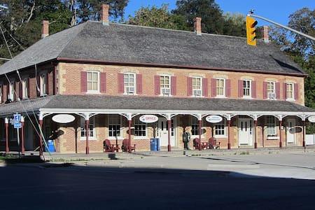 The Munshaw House - Vendégház