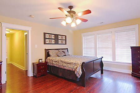 501#C - Downtown 2BR Condo  w/Modern Amenities - Florence