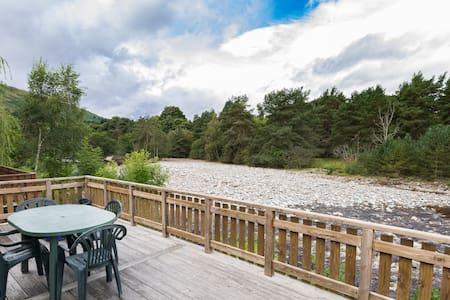 Riverside Lodge and Spa, sleeps 6, Blair Atholl - Chalé