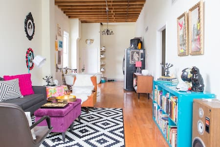 Artist Loft in the heart of Pilsen!