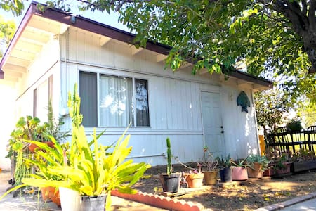 FURNISHED PRIVET GUEST HOUSE - Los Angeles - Casa