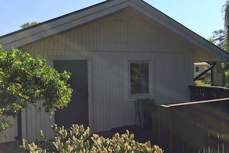 Gårdshus i Mellbystrand - Cabin