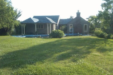 Waterfront cottage - 1min to beach
