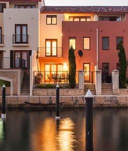 Canal Island Villa Mandurah - Apartemen
