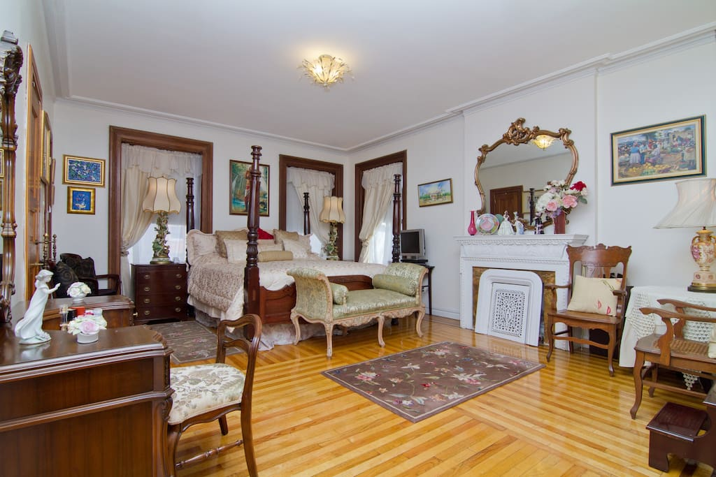 BROOKLYN VICTORIAN STYLE SUITE.....
