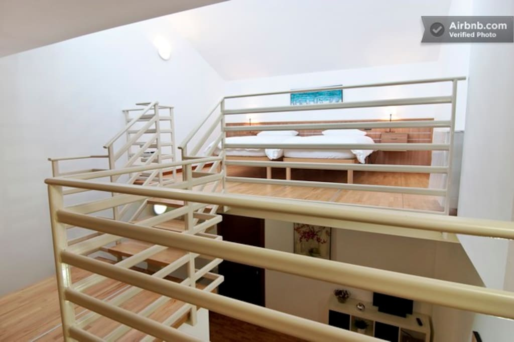 Really MODERN and bright loft 16