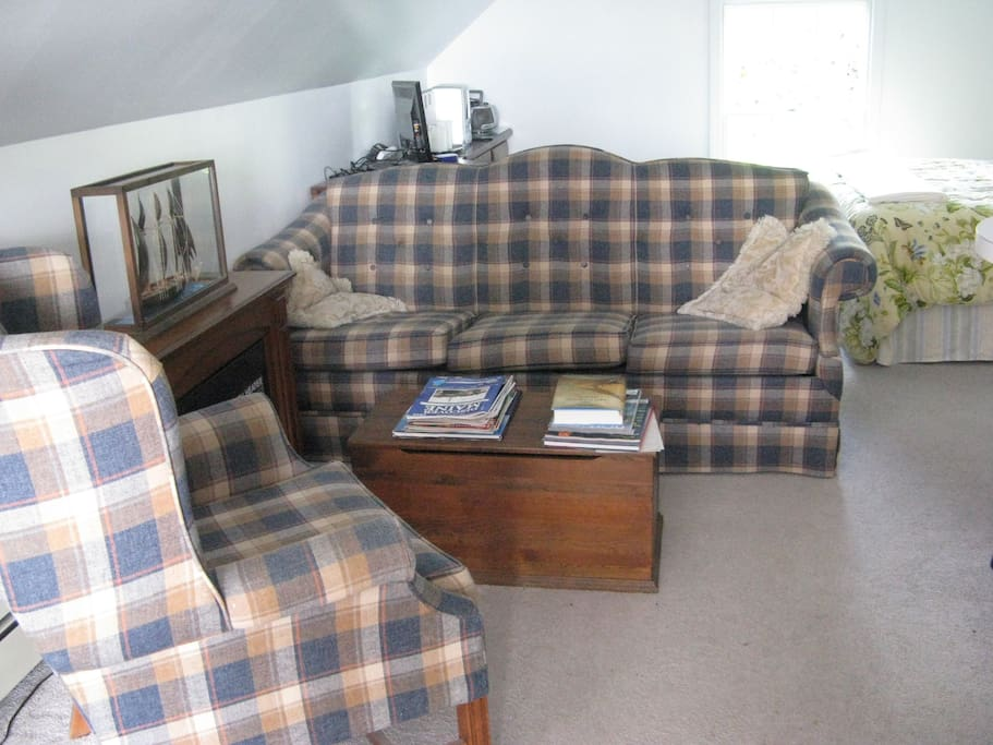 Comfortable sitting area to read or relax read, listen radio/tv