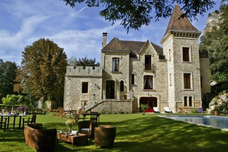 Beautiful Château, Pool, River View - La Roque-Gageac - Bed & Breakfast