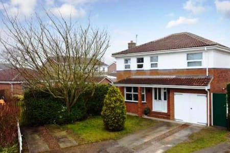 5 Bed Detached, 4 miles from York - Huis