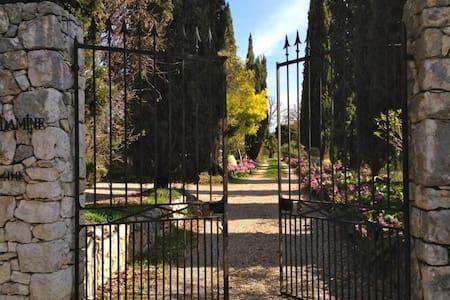 Rare villa historic in Côte d'Azur. - Casa
