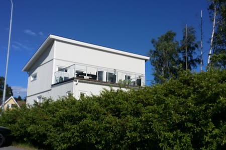 Modern, family friendly, close to Arlanda Airport. - House