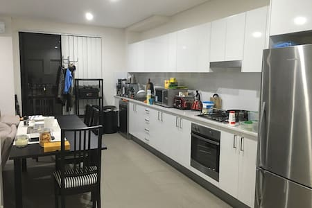 New Sunny Apartment - All Amenities - Apartment