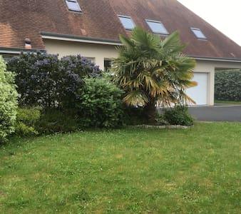 Chambre dans maison proche de Caen - Saint-Contest - Hus