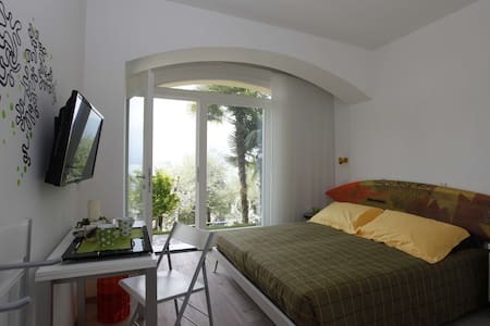 B&B Casa Graziella Surf Room - Torri del Benaco - Bed & Breakfast