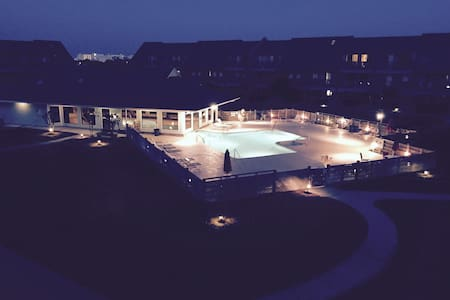 Cozy studio condo overlooking pool - Emerald Isle - Apartament