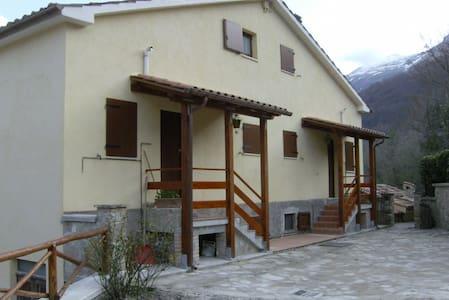 """Baita """"Sibilla"""" nei Monti Sibillini - Montemonaco - House"""