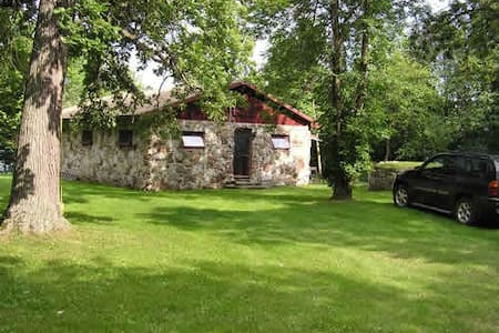 Charming Stone Cottage, Upper Rideau, Westport, ON - Westport