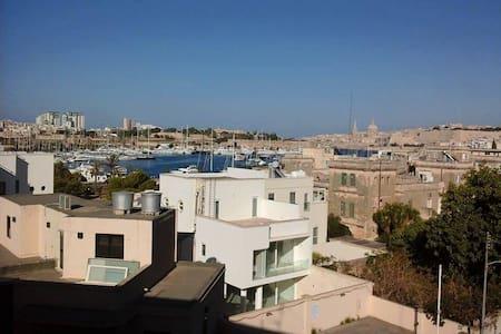 Double bedroom Amazing views in Gzira/ Ta Xbiex - Flat