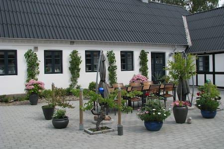 Idyl på Nordfyn - tæt på Hasmark Strand - Hus