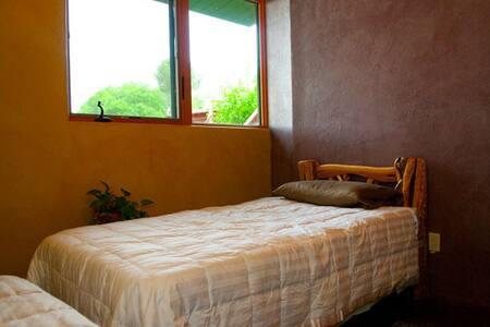 Organic Oak Creek room- King or 2 Twins - Haus