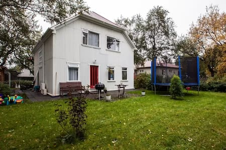 Private bedroom - Reykjavík - Huis