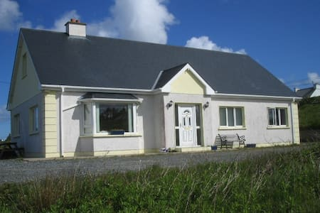 HOLIDAY COTTAGE WITH SEAVIEWS - Huis
