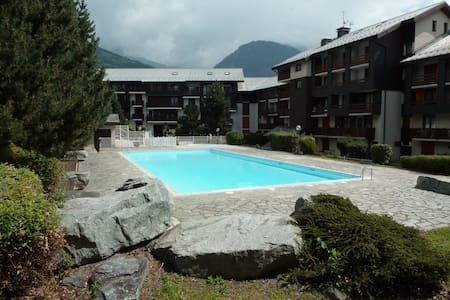 Fun place to stay with local shops, easy access to the Les Arcs Funicular railway (Mountain biking) and a private swimming pool which is open until September 12th.  The complex has a private parking area.