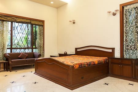 Gorgeous room in city centre - Villa
