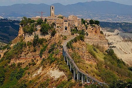 Situted in the region of Lazio in between Toscany and Umbria you can find Civita di Bagnoregio an isolated midle-age village