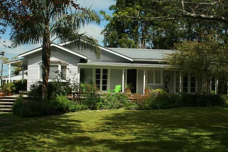 Tynfedw Farmhouse B & B - Cara's Room - Waimauku - Bed & Breakfast