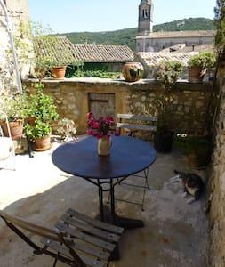 Chambres d'Elise avec terrasse - Collias - House
