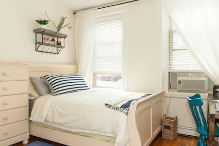 Clean, Private Boston Bedroom