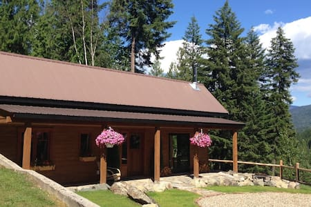 Charming Mountainside Cottage - Central Kootenay F