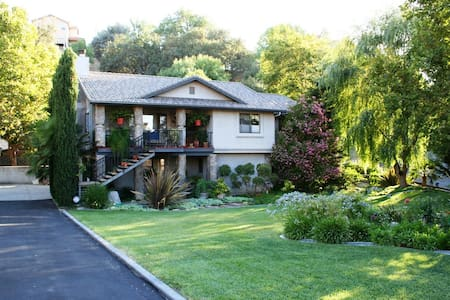 Visit beautiful wine country - Paso Robles - House