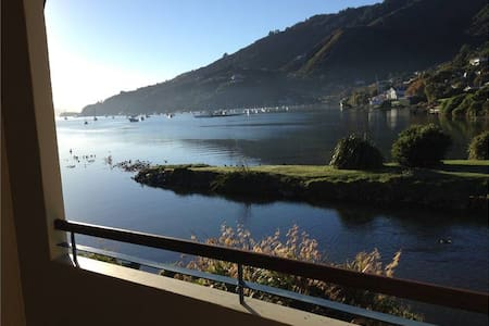 Apt 12 Waikawa Bay, Luxury Waterfront Apartment - Picton