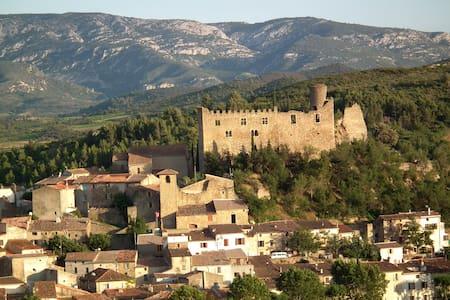 Mediaeval Gem - next to Chateau - Byt
