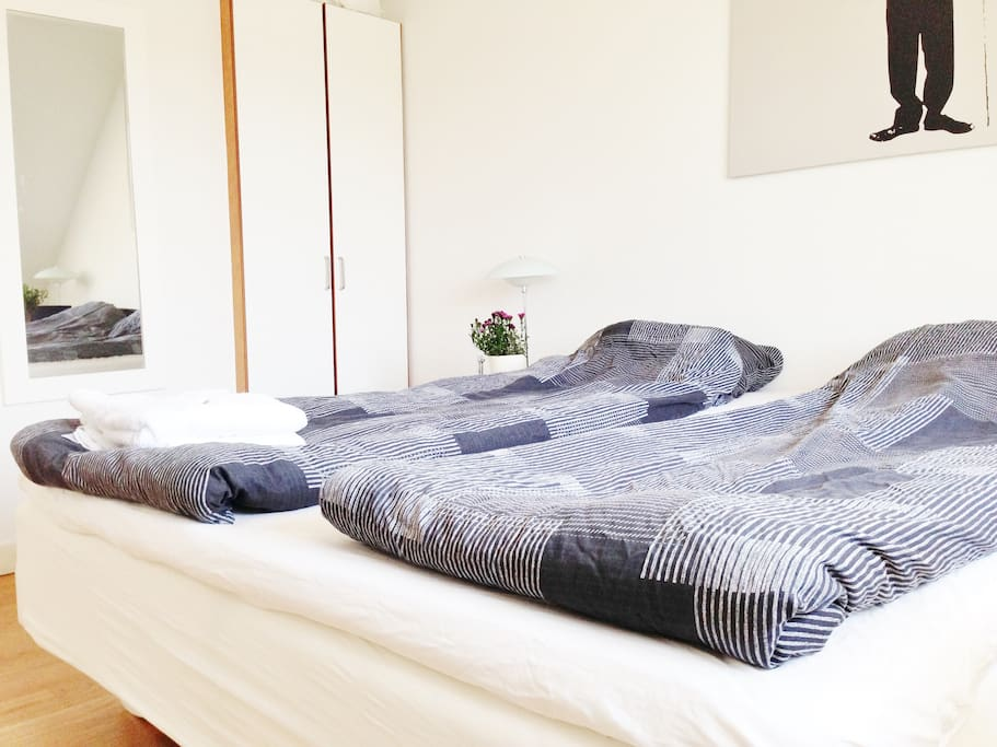 The bed is 180 cm x 200 cm