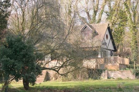 Stable Cottage 1, on a private rural estate - Shanklin - Maison