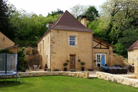 Beautiful stone 4 bed property & pool near Sarlat - Casa