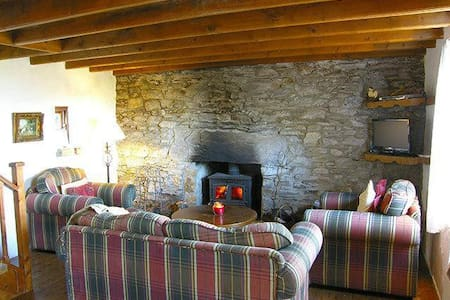 Traditional Cosy Stone Cottage - Lauragh - Cabin