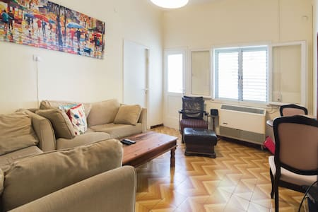 Beach 200m away/Private Balcony/City Center/Quite - Tel-Aviv-Yafō