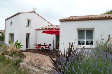 HOUSE NEAR THE SEA - Longeville-sur-Mer - House