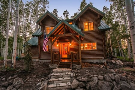 Lake Creek Cabin 5 Bedrooms + Loft - Kisház