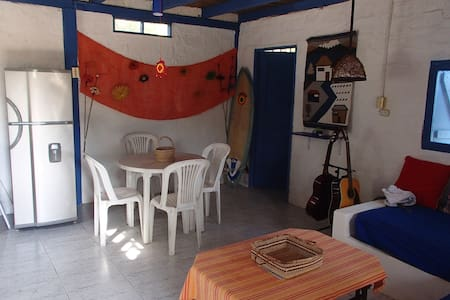 Blue House in Ayampe, by the beach - Huis