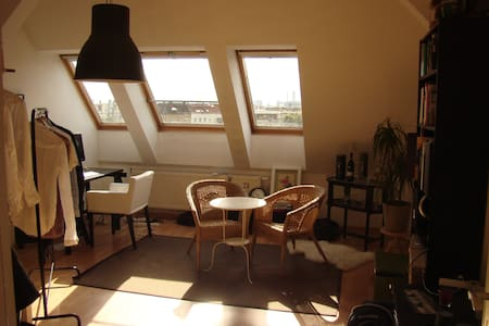 Central Apartment with Berlin View