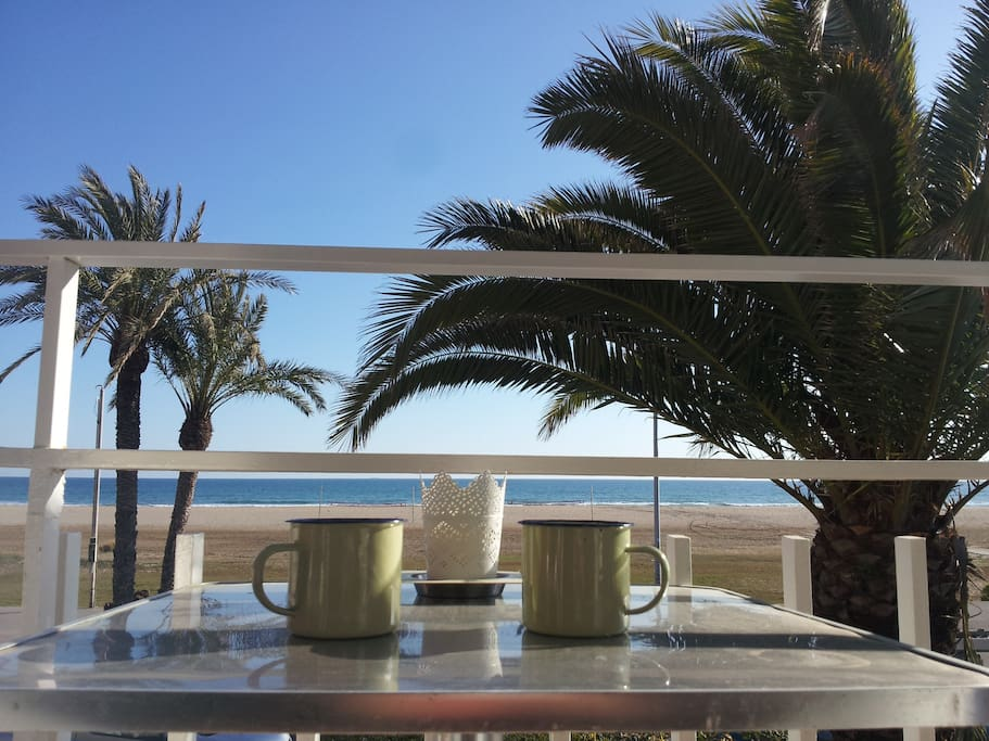 Breakfast/lunch/dinner/ VIEW! sunshine! delicious!