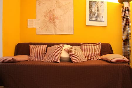 Confortable big bed sofa for 2  - Bielefeld - Apartment