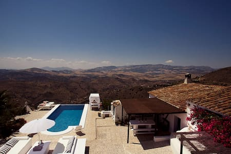 Exclusive finca w. infinity pool and amazing views - Málaga - Huis